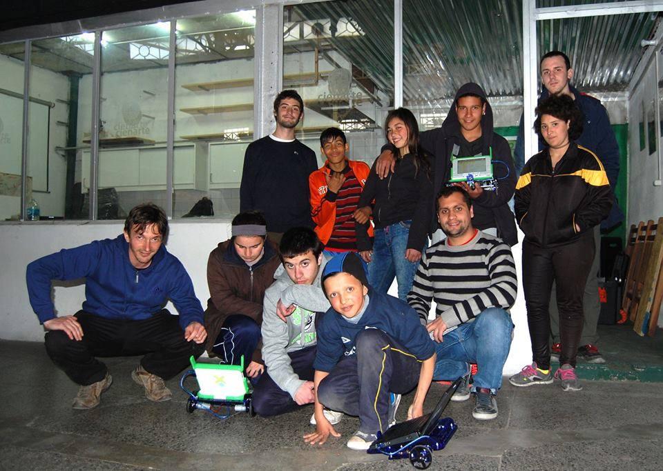 Integrantes del Club en la sede de Cienarte, año